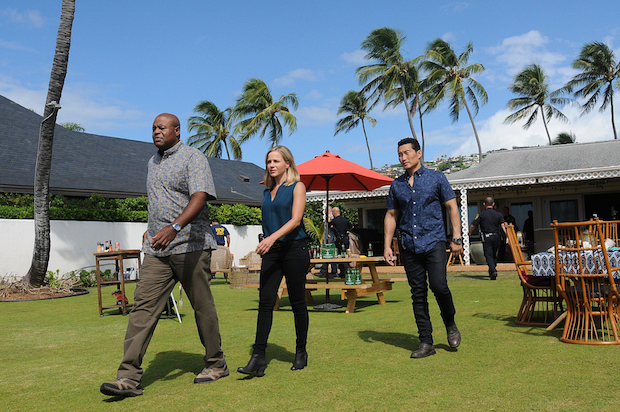 Chi McBride as Lou Grover, Julie Benz as Abby Dunn, and Daniel Dae Kim as Chin Ho Kelly