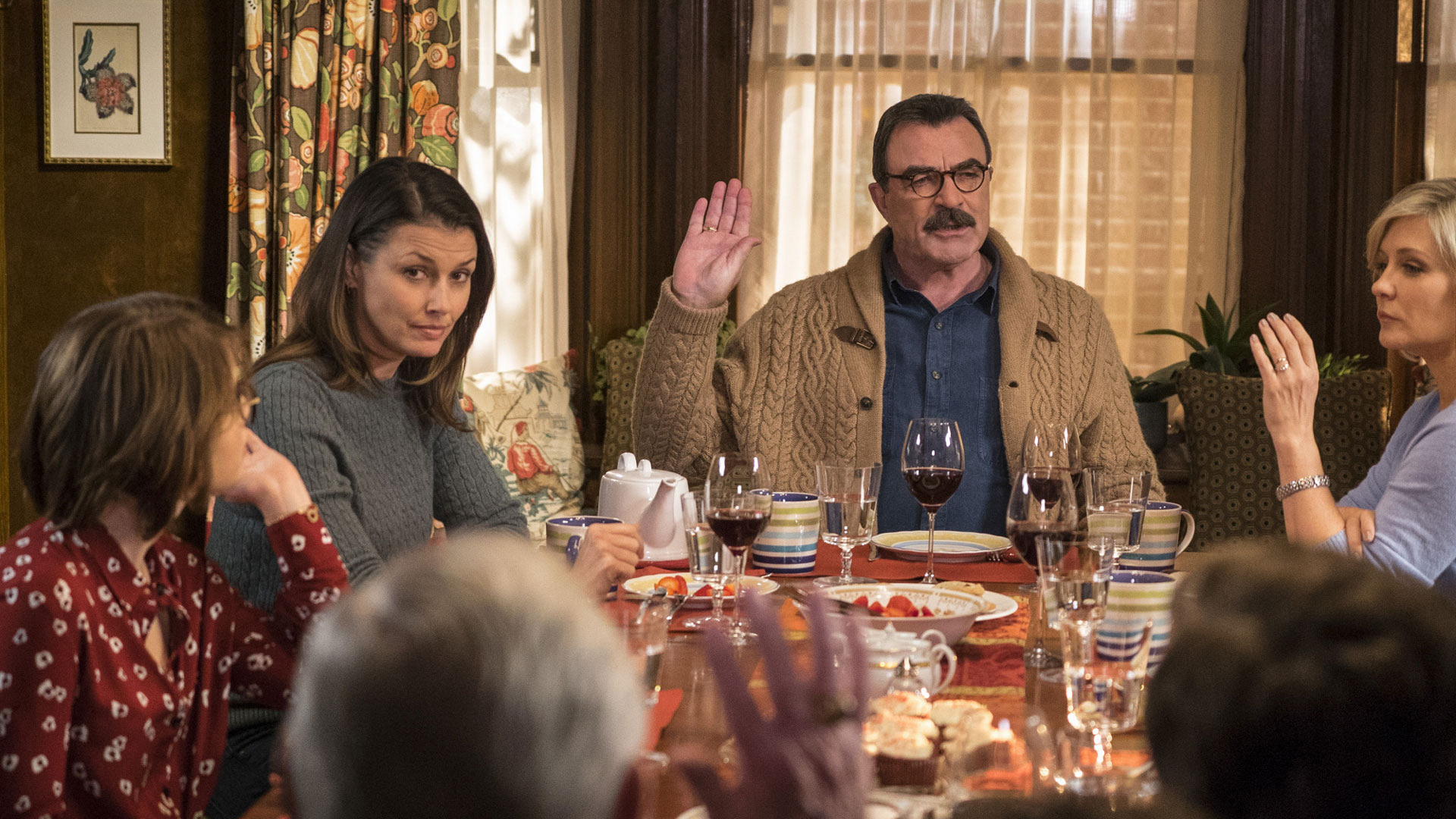 Bridget Moynahan as Erin Reagan and Tom Selleck as Frank Reagan