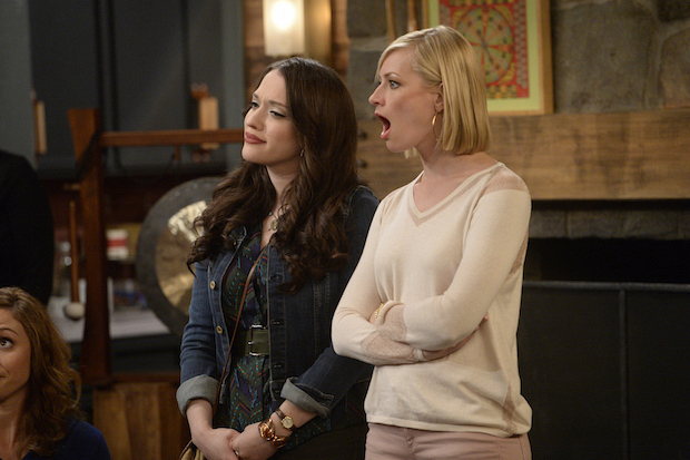 2 Broke Girls: Max's old friends vs. Caroline's new friends