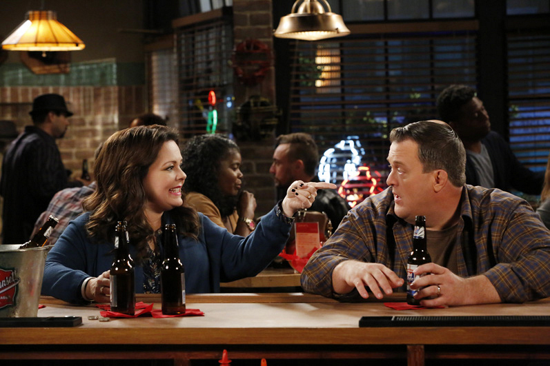 Molly and Mike head to the bar to talk over Molly's family issues.
