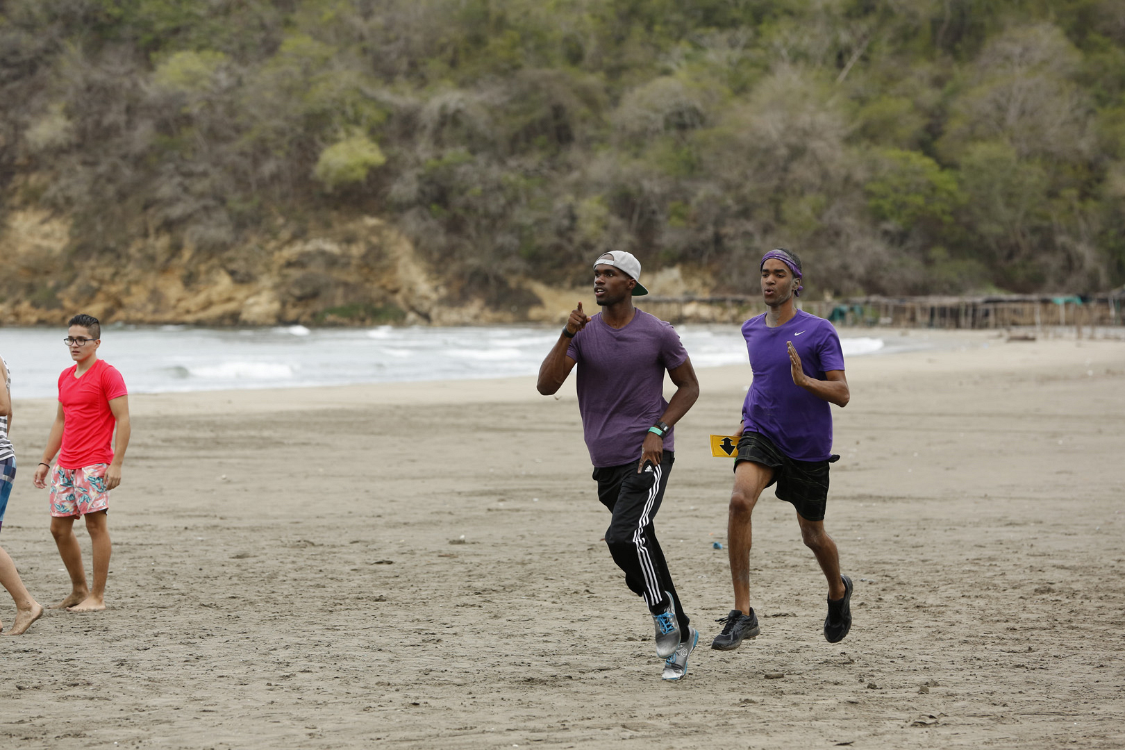 Cameron and Darius sprint to their Detour.