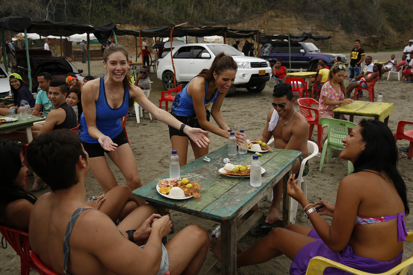 Jessica and Brittany serve their meals to the locals and hope for their next clue.