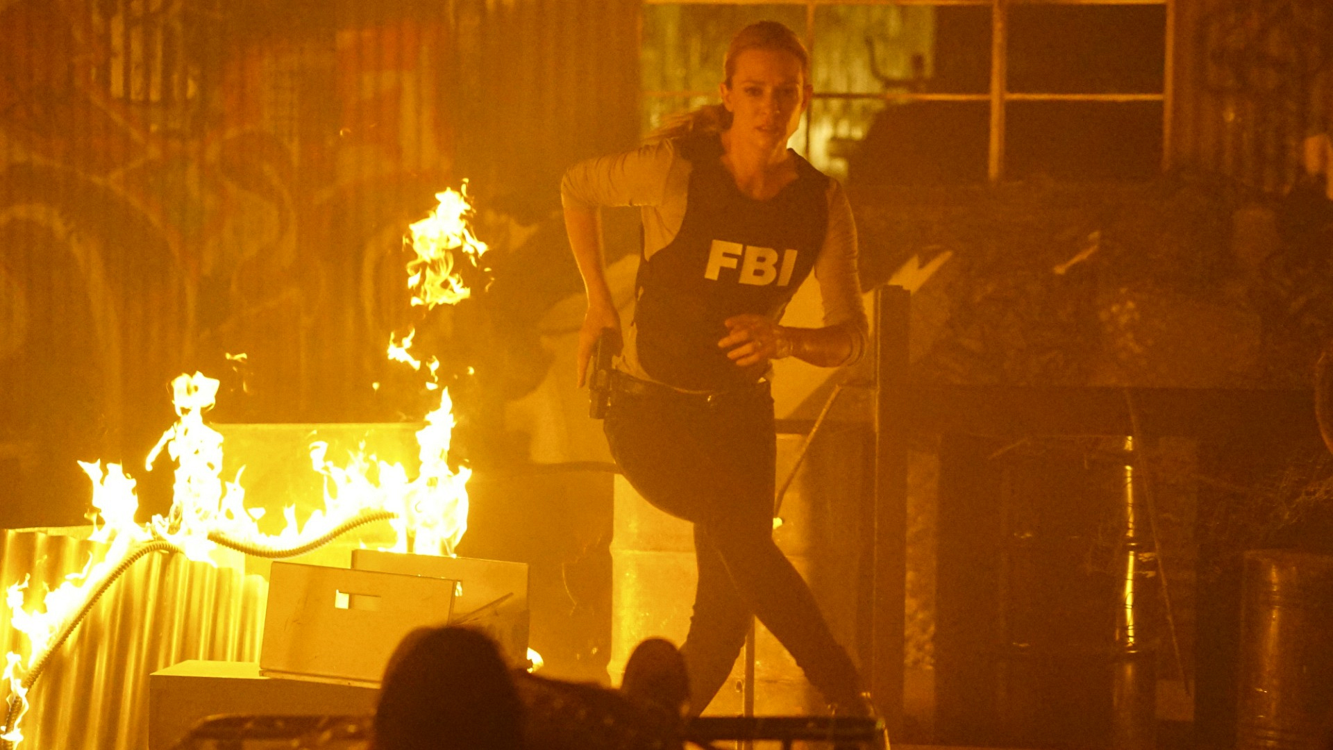 SSA Jennifer Jareau races through the climbing flames.