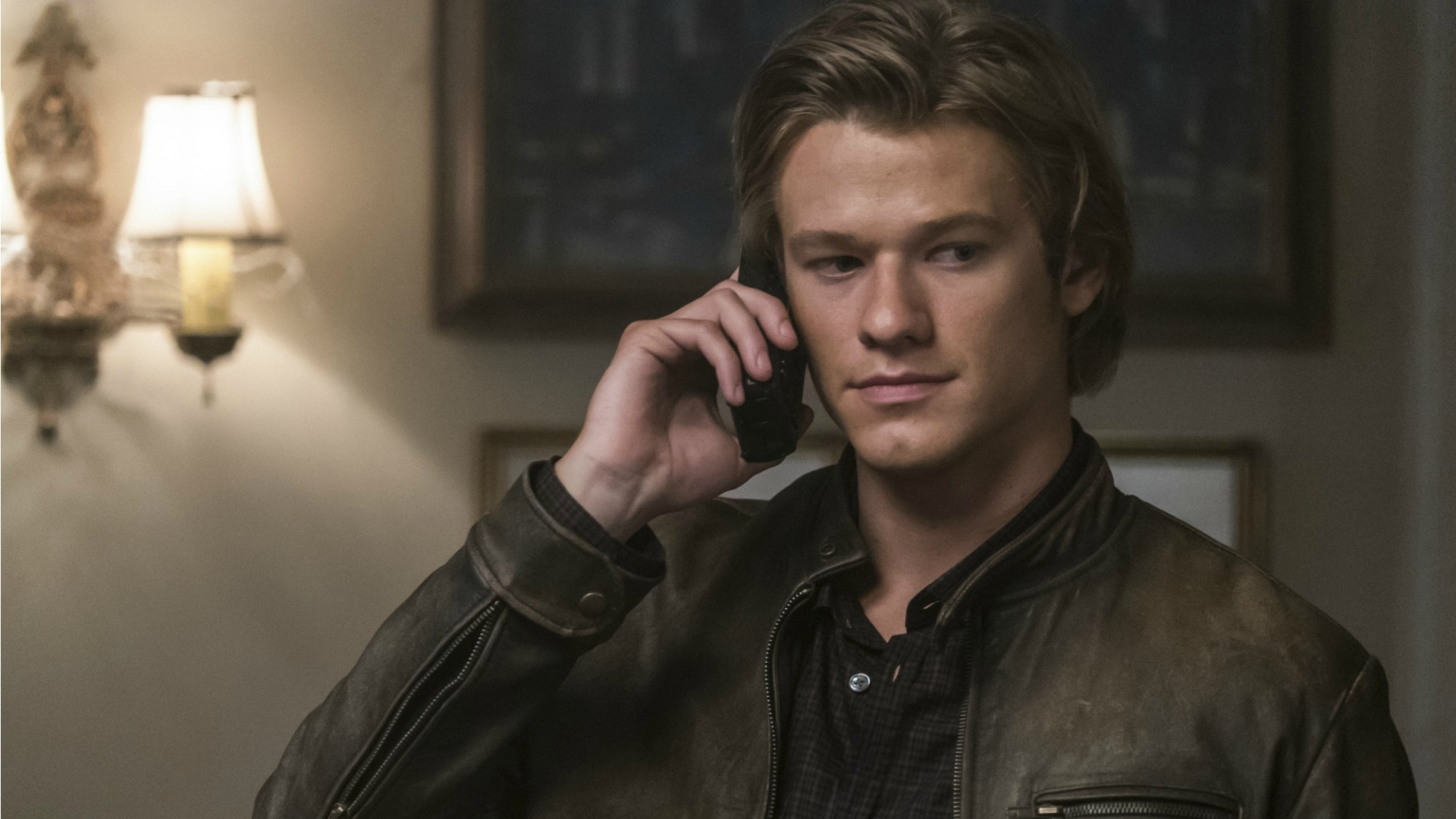 MacGyver receives a troubling phone call.