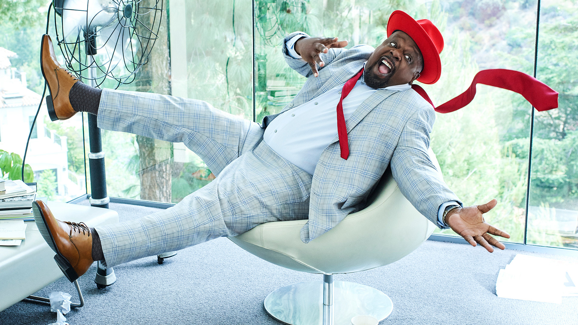 Cedric the Entertainer rules The Neighborhood—and these exclusive photos!