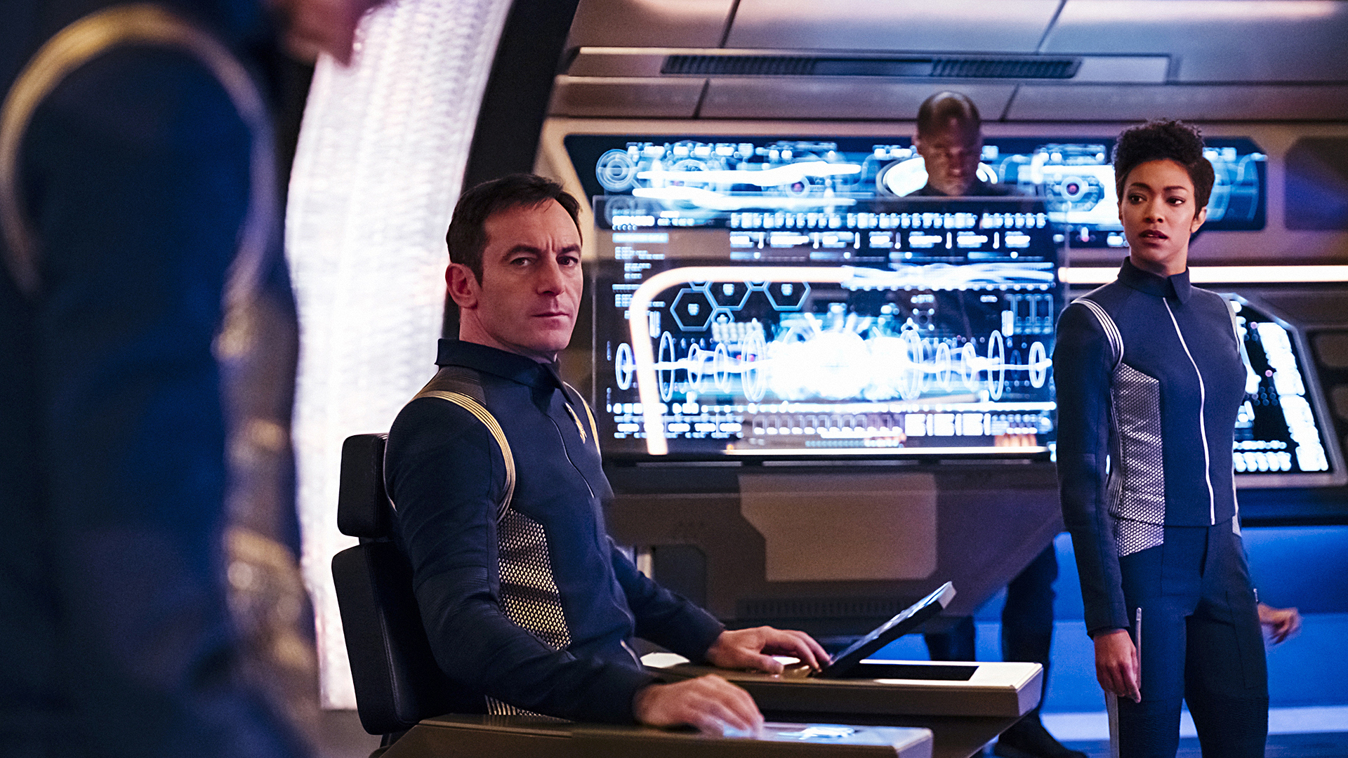 Captain Gabriel Lorca (Jason Isaacs) and Michael Burnham (Sonequa Martin-Green)