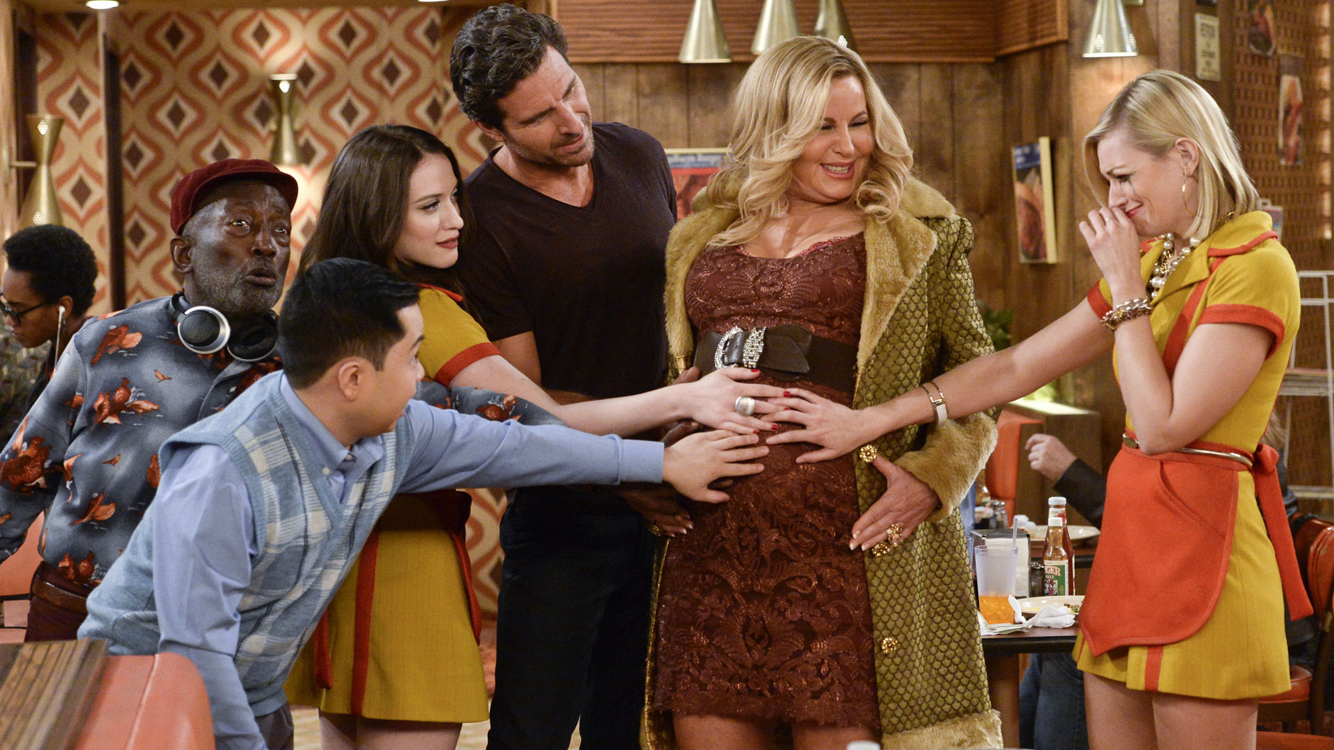 2 Broke Girls will center around babies and breakups.