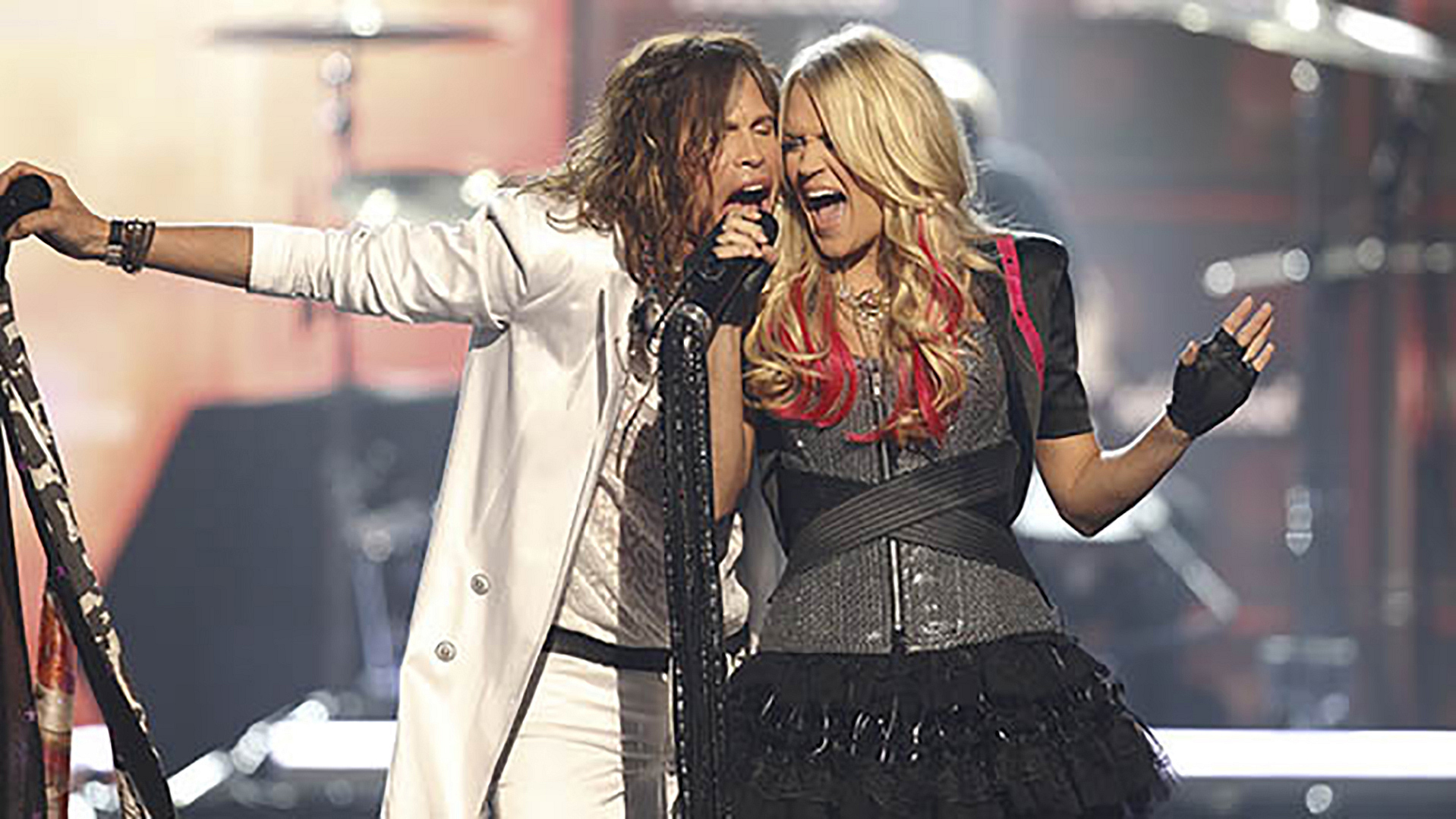 "7. Carrie Underwood and Steven Tyler perform ""Walk This Way"" at the 46th ACM Awards in 2011."
