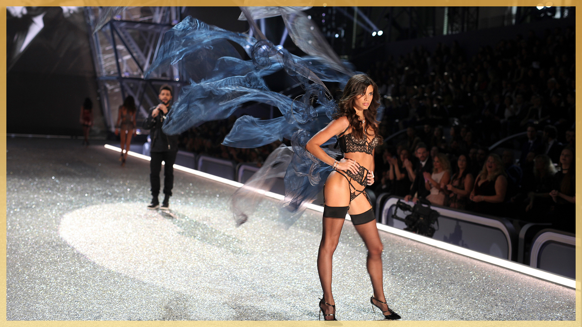 Sara Sampaio's sensational, spin-worthy wings