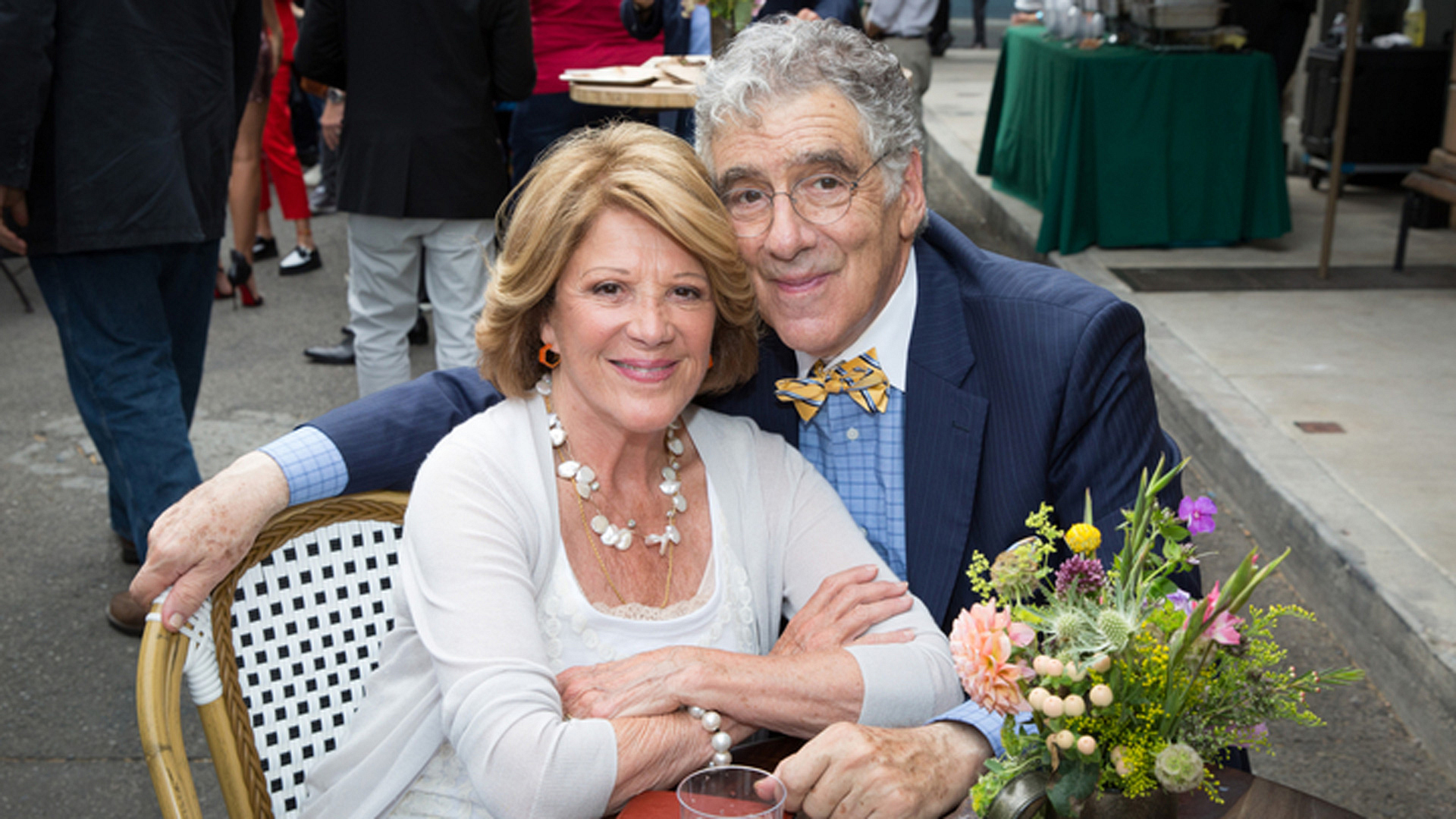 Linda Lavin and Elliott Gould (9JKL)