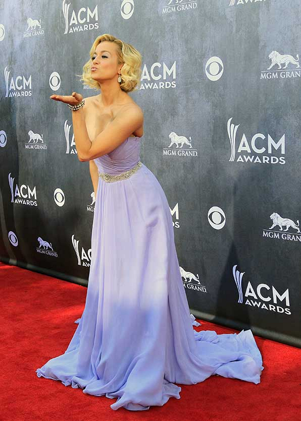 Kellie Pickler tickled us purple in her gorgeous gown at the 2014 ACMs.