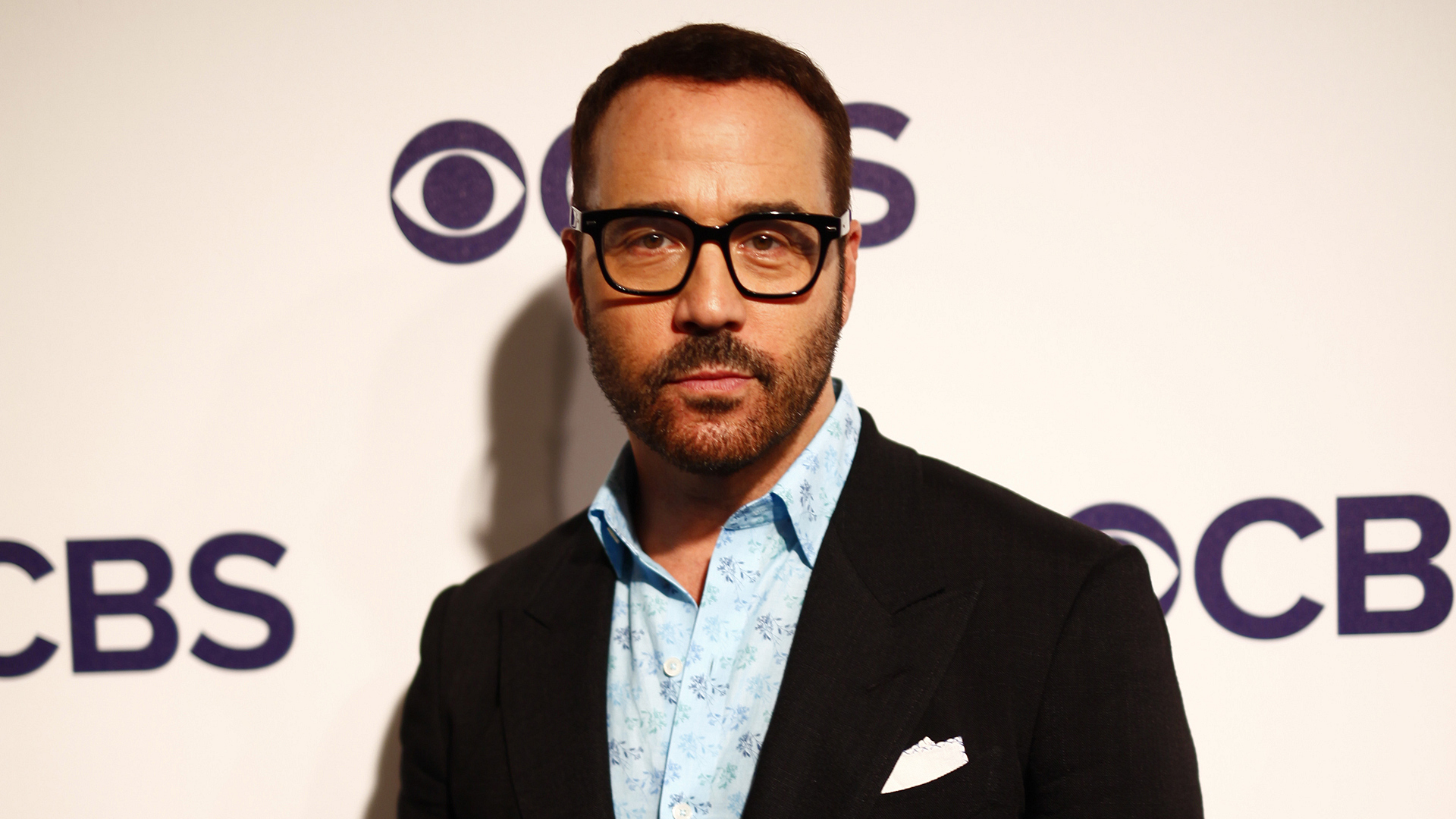 Jeremy Piven stars in Wisdom Of The Crowd.