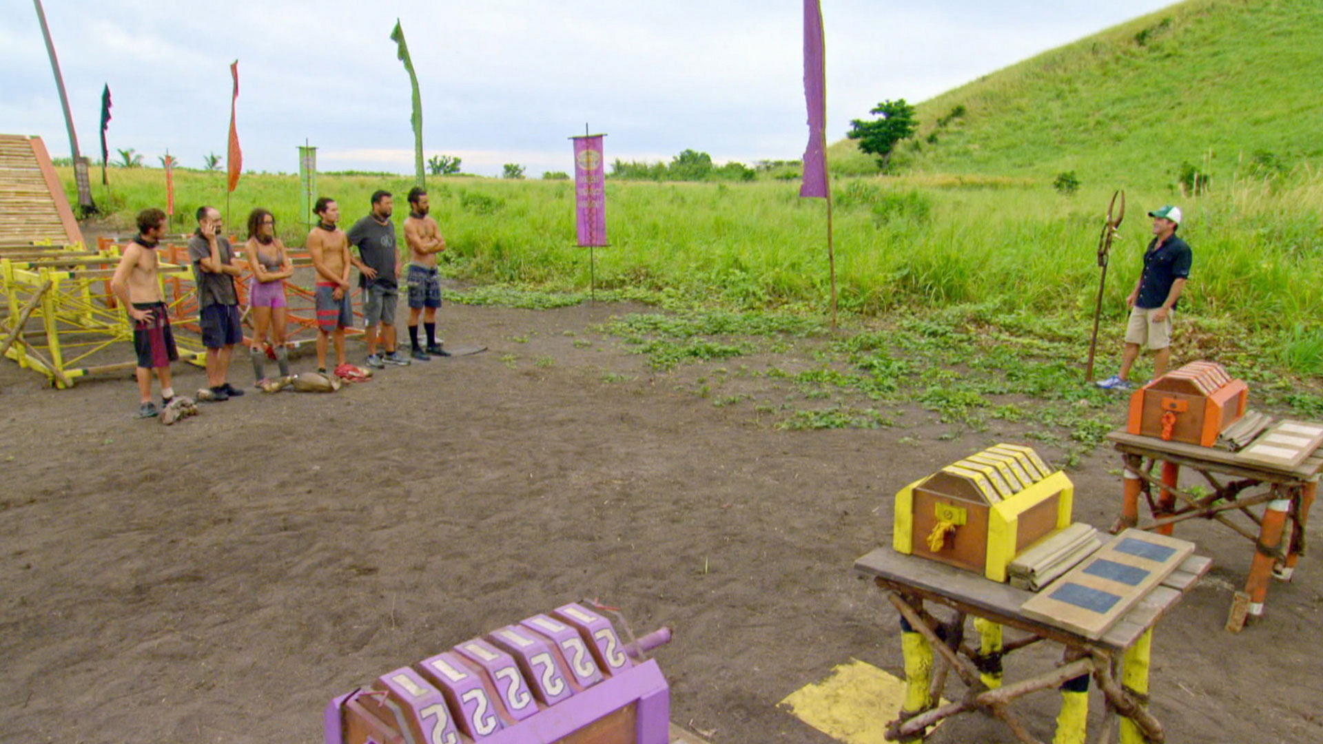Host Jeff Probst welcomes the Final 6 to the next Immunity Challenge.