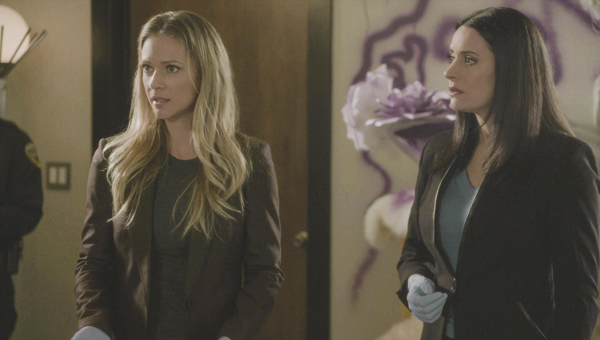JJ and Prentiss discuss the scene.