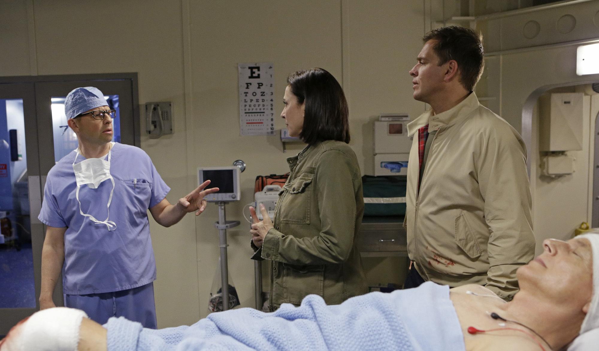 Jon Cryer as Dr. Cyril Taft, Mimi Rogers as Joanna Teague, Michael Weatherly as Anthony DiNozzo, and Mark Harmon as Leroy Jethro Gibbs.