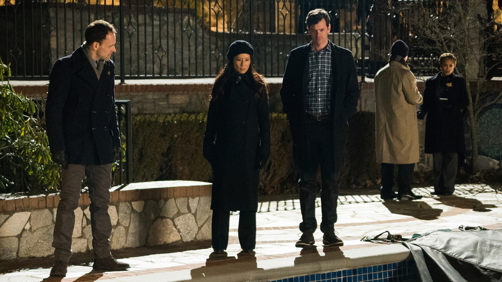 Jonny Lee Miller as Sherlock Holmes, Lucy Liu as Joan Watson, and Tom Everett Scott as Henry Baskerville