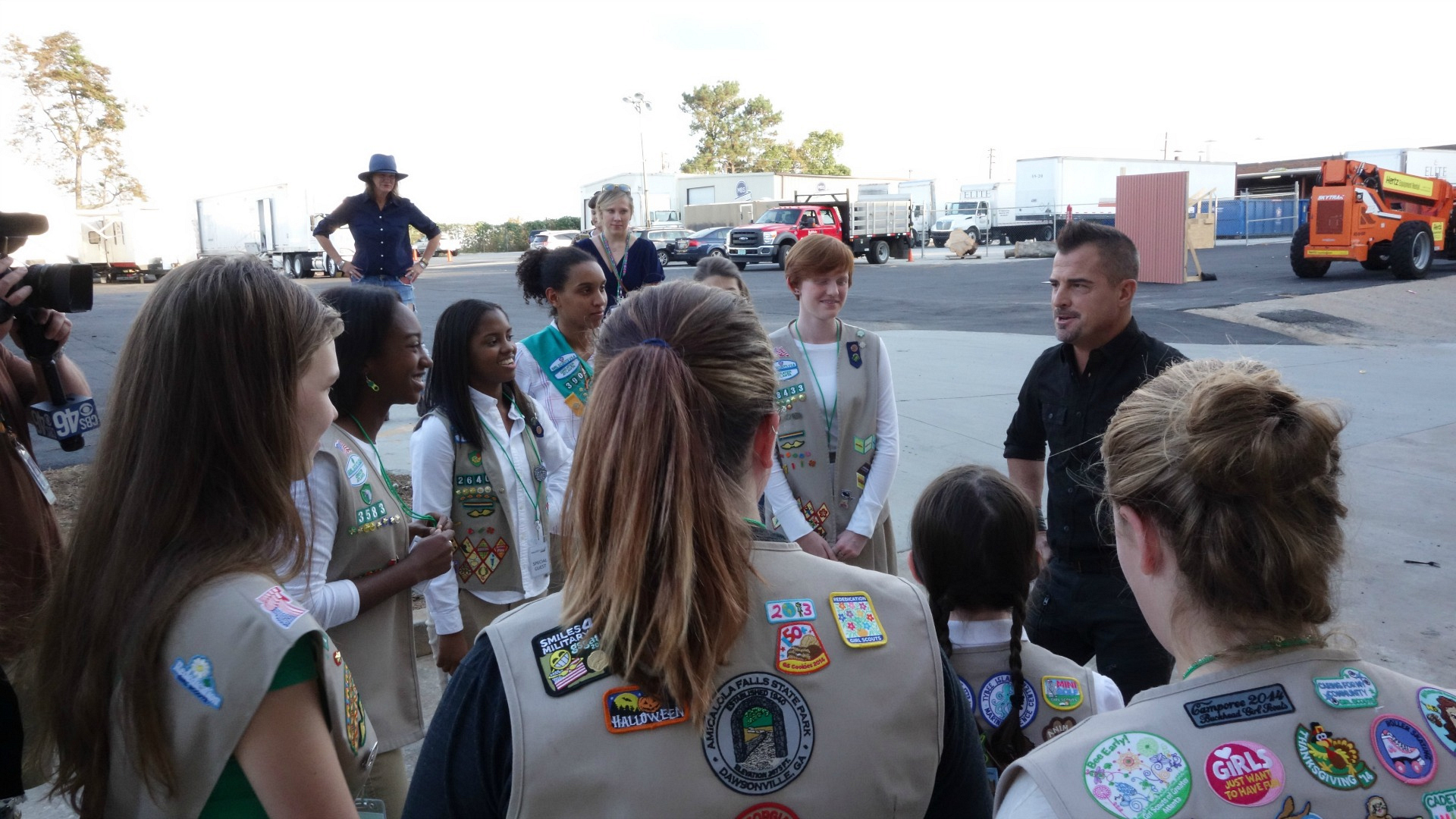 George Eads shares some fun stories with the troop.