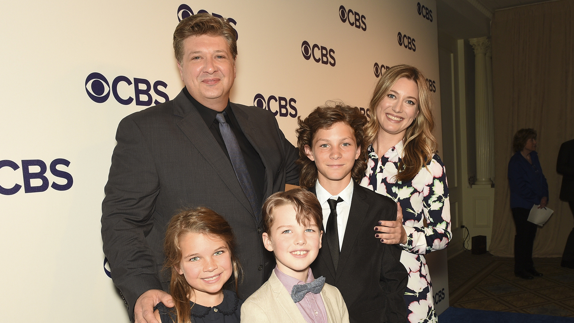 The cast of Young Sheldon takes a family portrait.