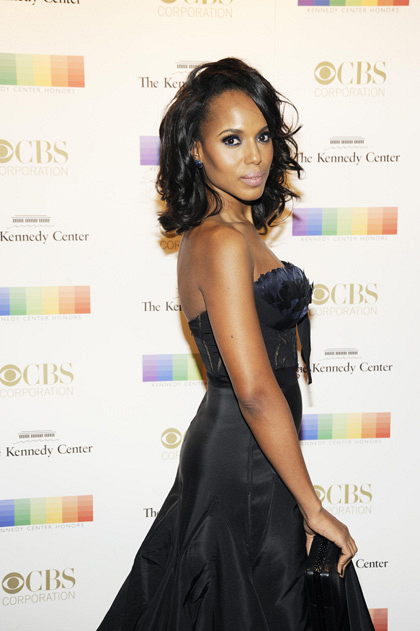 Actress Kerry Washington rocks the red carpet in a sleek strapless dress.