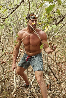 4. The Big Stick Grip: Plant Grab Lunge