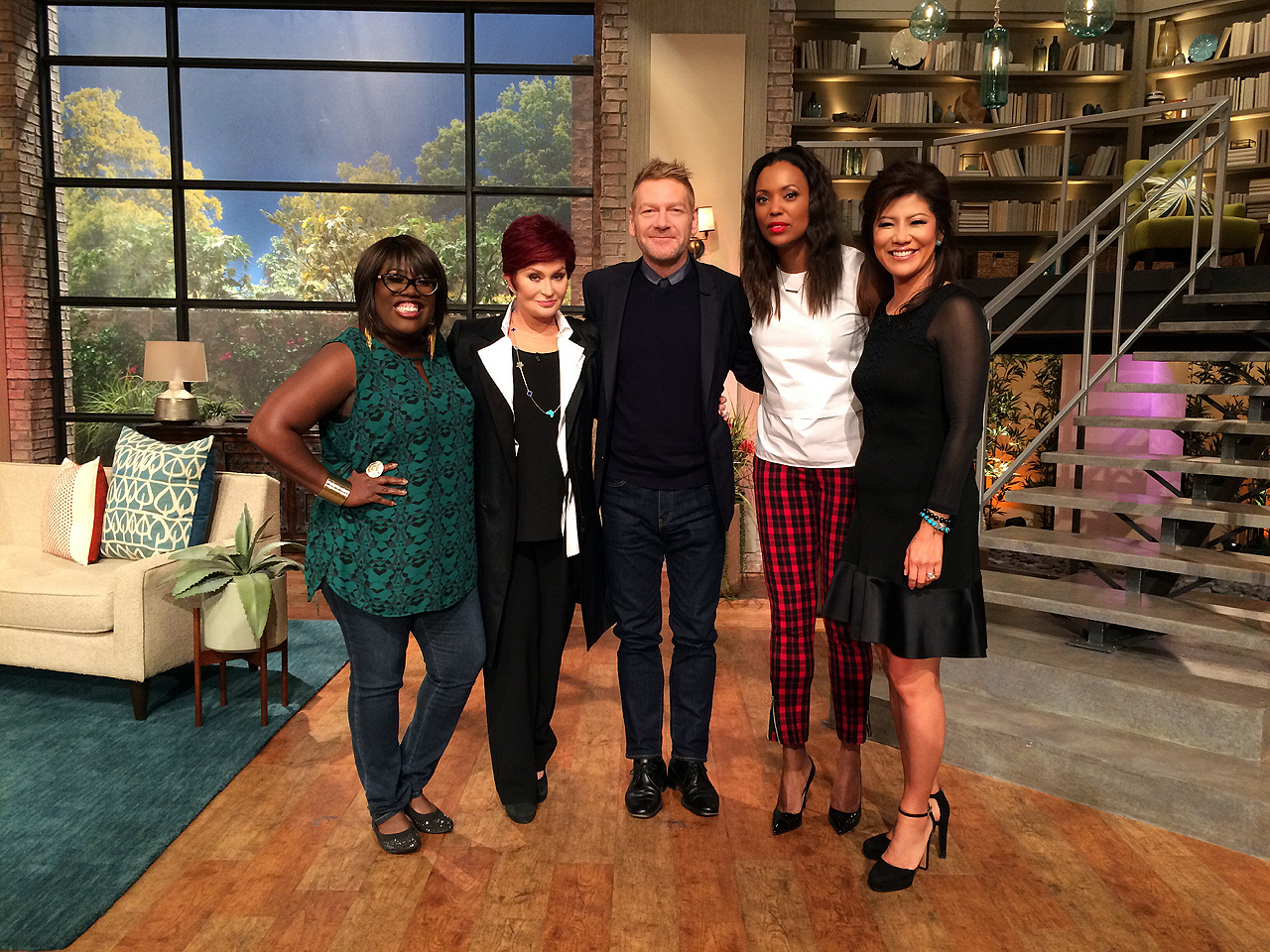 6. The Ladies Caught Up With Sir Kenneth Branagh.