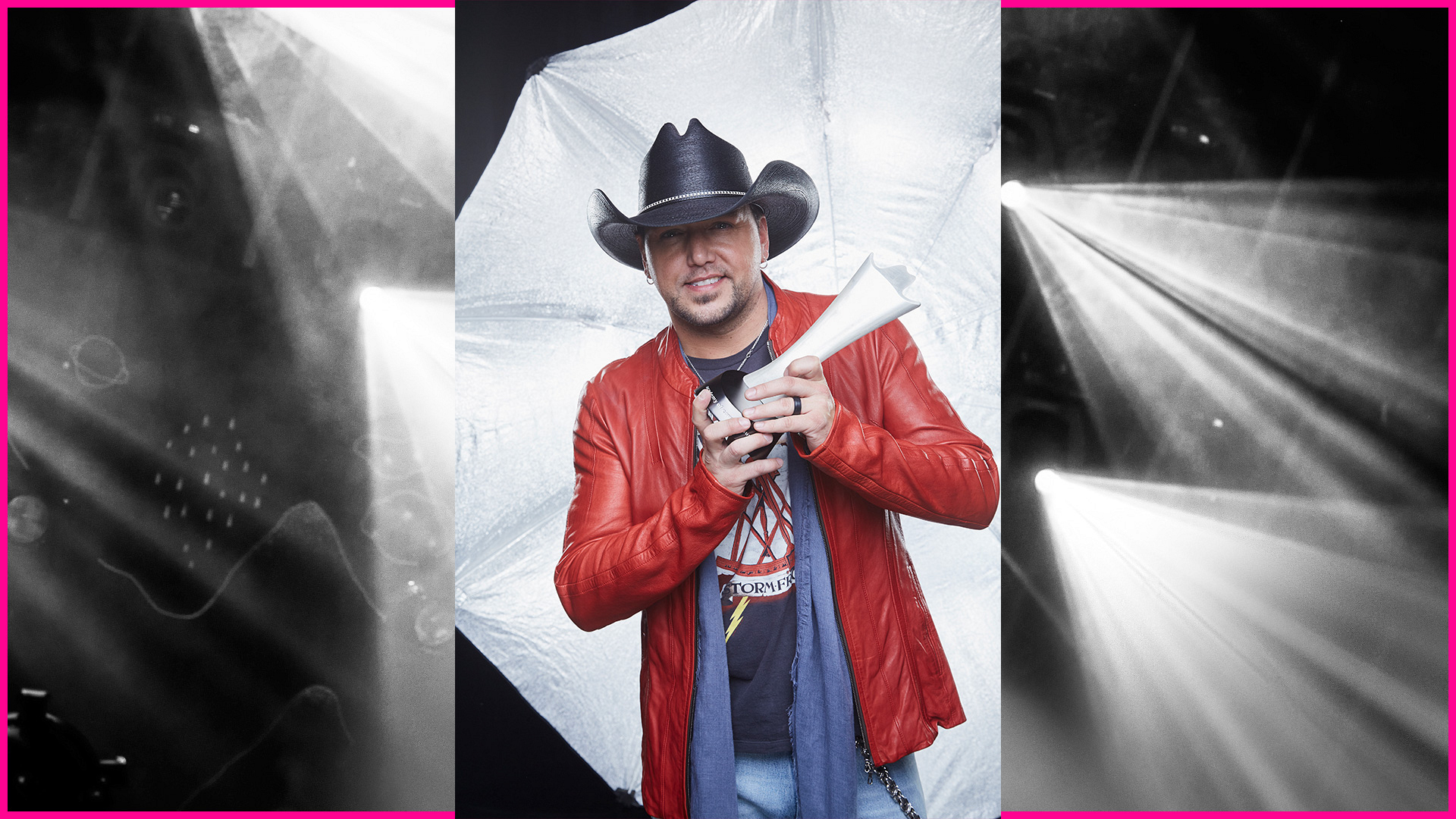 Jason Aldean celebrates his Entertainer Of The Year win with a gracious smile.