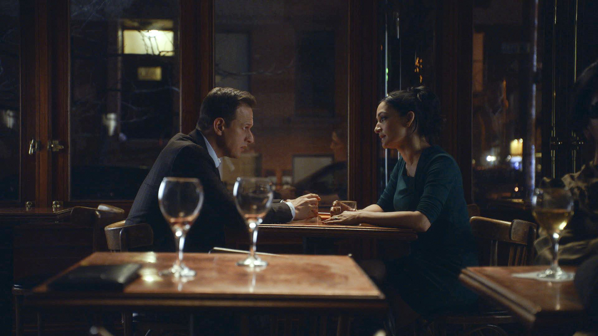 "Will chats with Kalinda in ""Dramatics, Your Honor"" S5 E15"