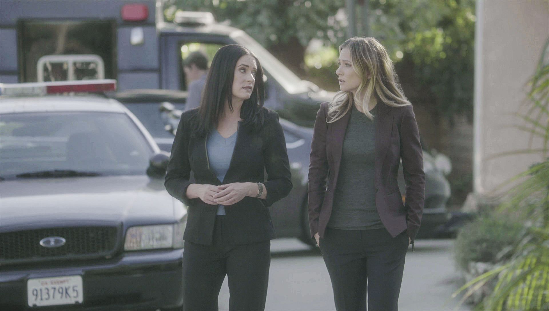 Prentiss and JJ take a walk.