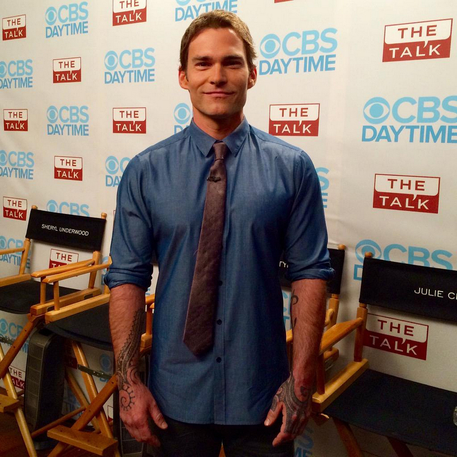 6. The Ladies Caught Up With Seann William Scott
