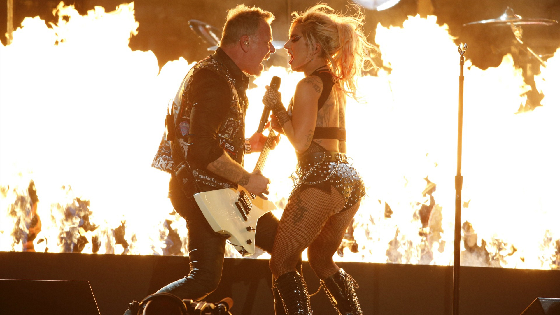 Lady Gaga faced off with Metallica lead singer James Hetfield in a fiery GRAMMY performance.