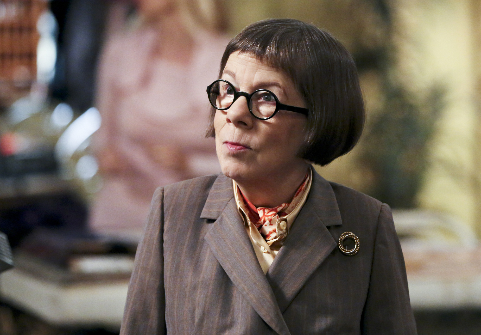 "Linda Hunt as Henrietta ""Hetty"" Lange."