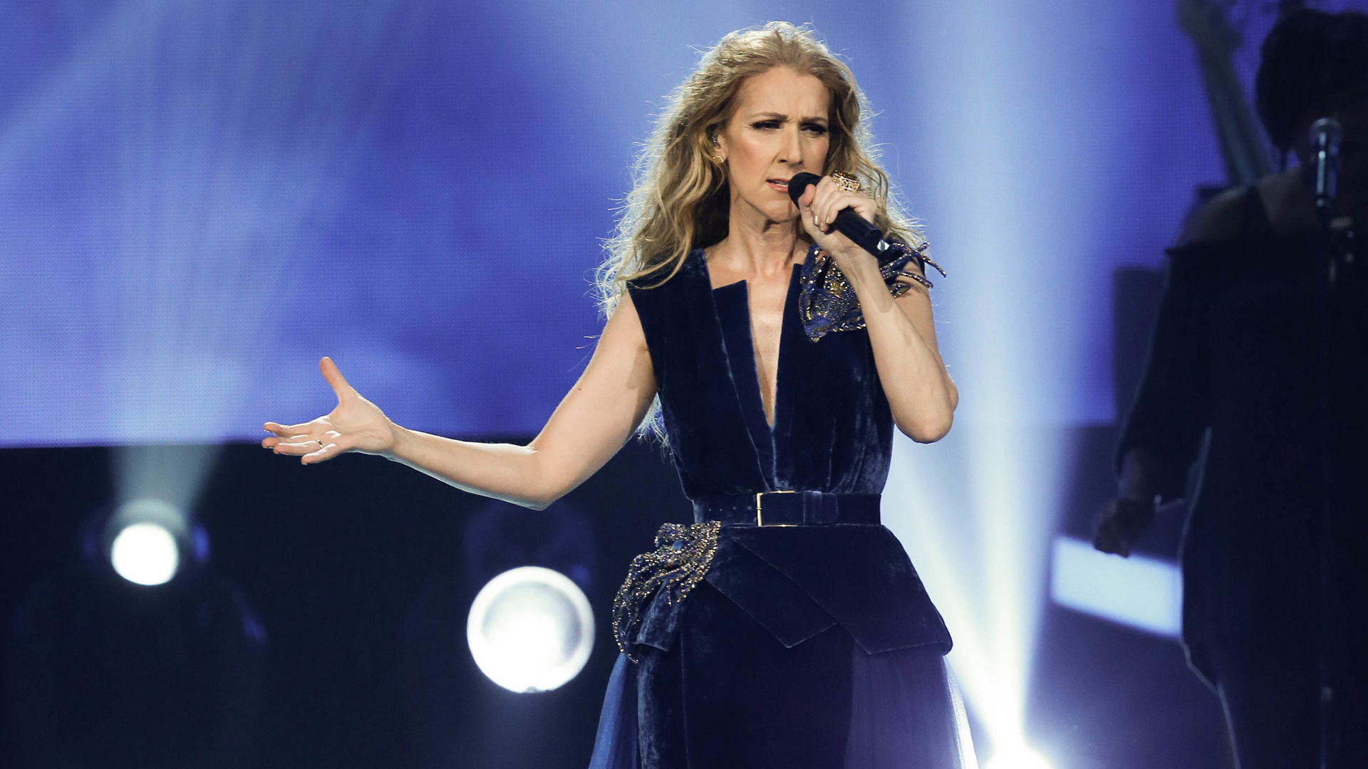 "Celine Dion performs ""Immortality"""