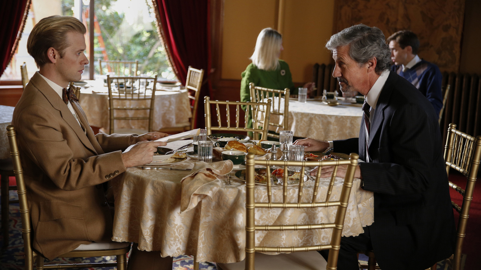 Ducky dines with Balthazar Kilmeany (Charles Shaughnessy).