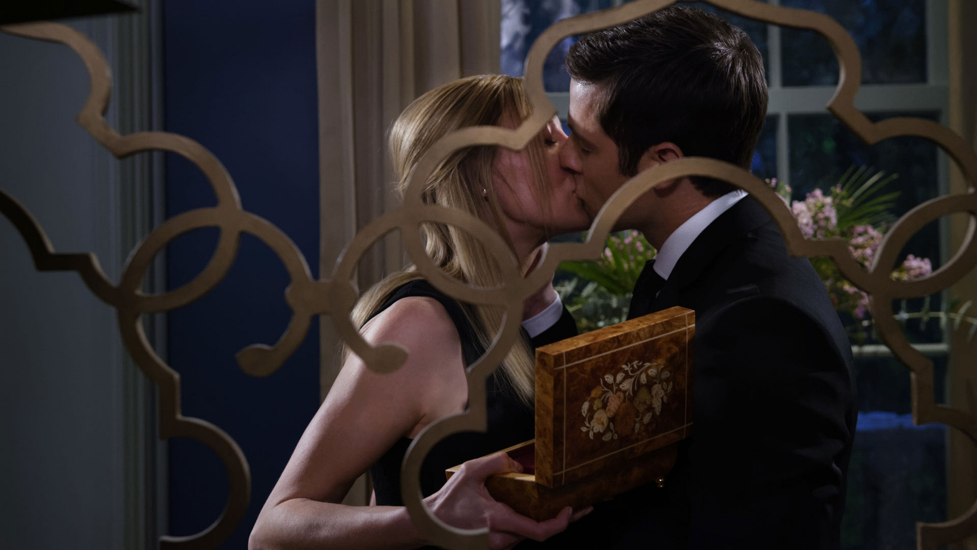 Alison and Tom share a kiss at the Hawthorne home.