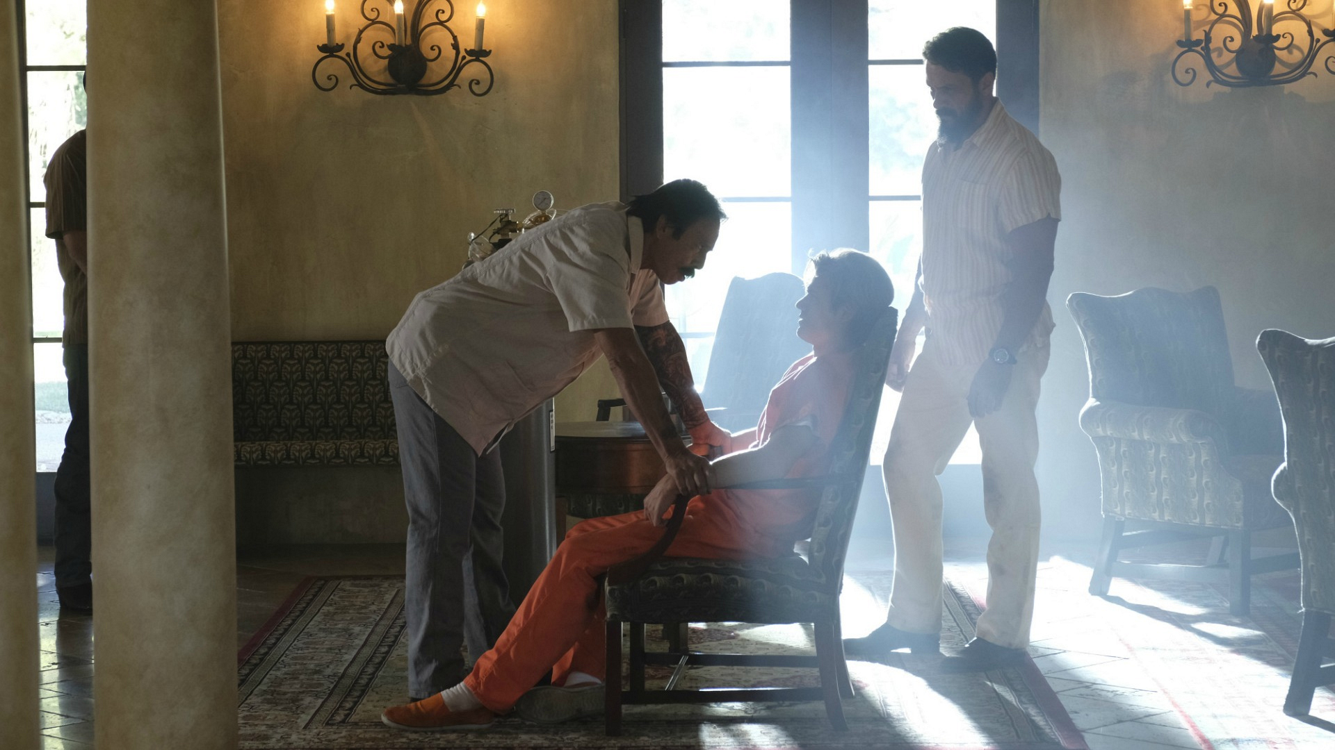 MacGyver is tied up by El Noche's men.