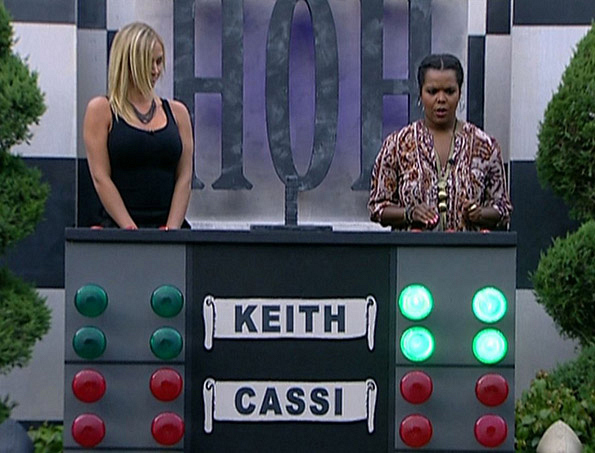 Porsche and Kalia Compete During the HoH Competition
