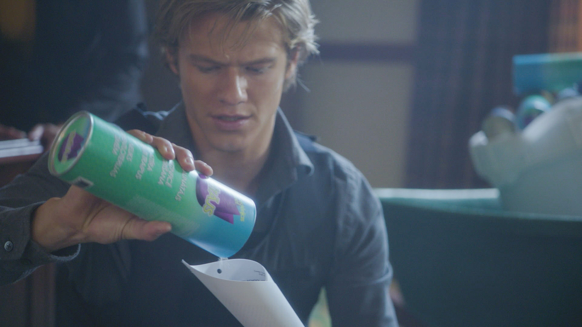 MacGyver pieces together a homemade missile launcher.