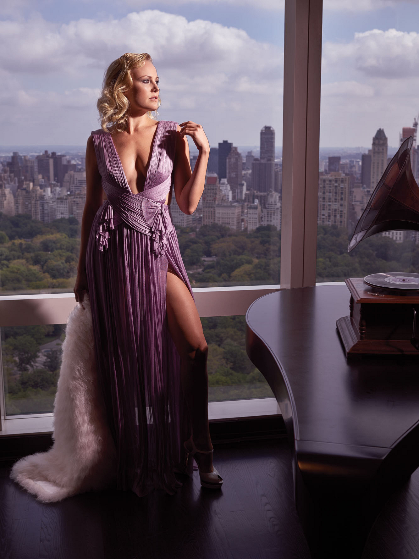 Billions' Siren Malin Akerman Shines In New York City ...
