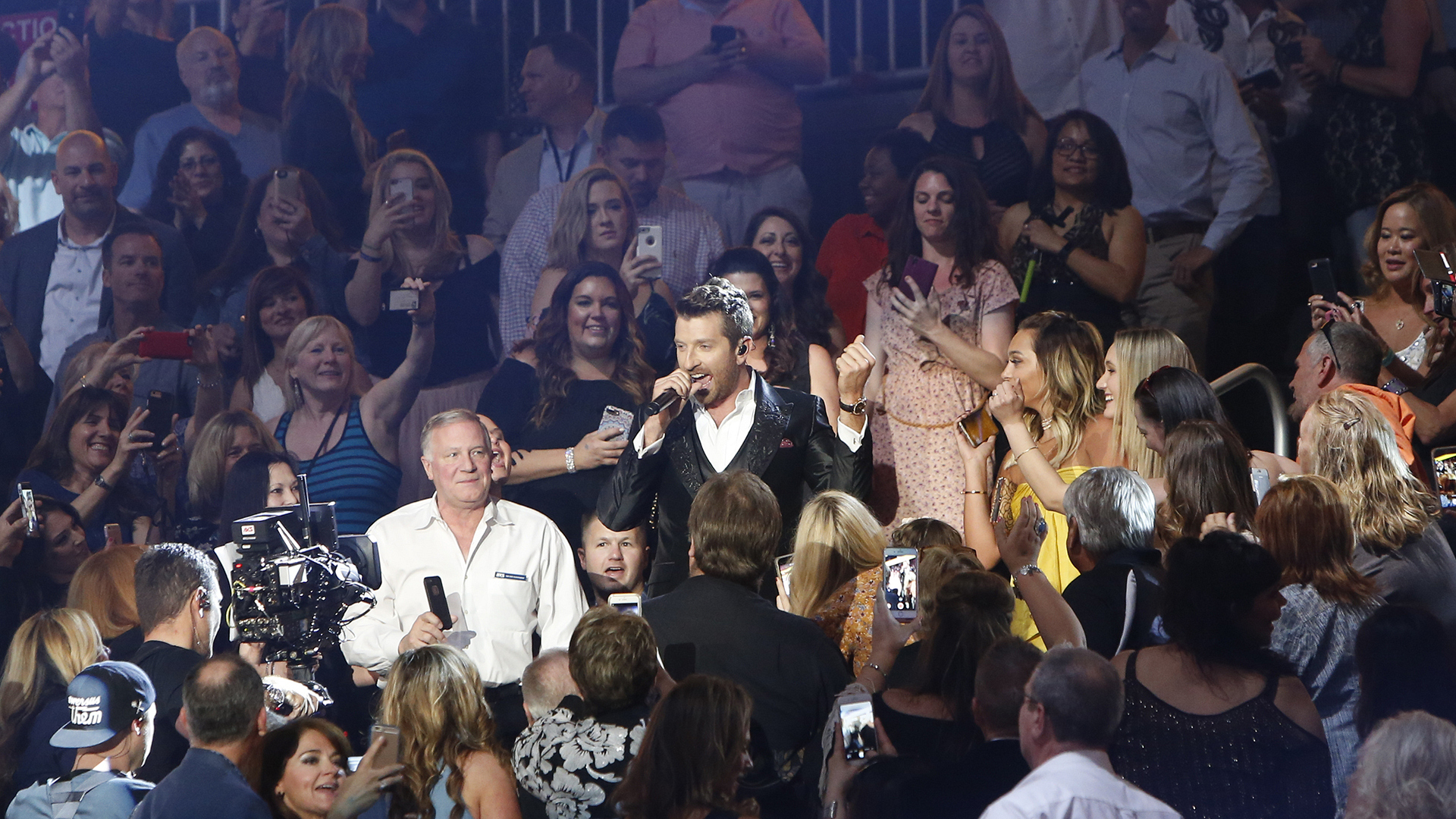 "Brett Eldredge performs ""Somethin' I'm Good At"" at the 52nd ACM Awards"