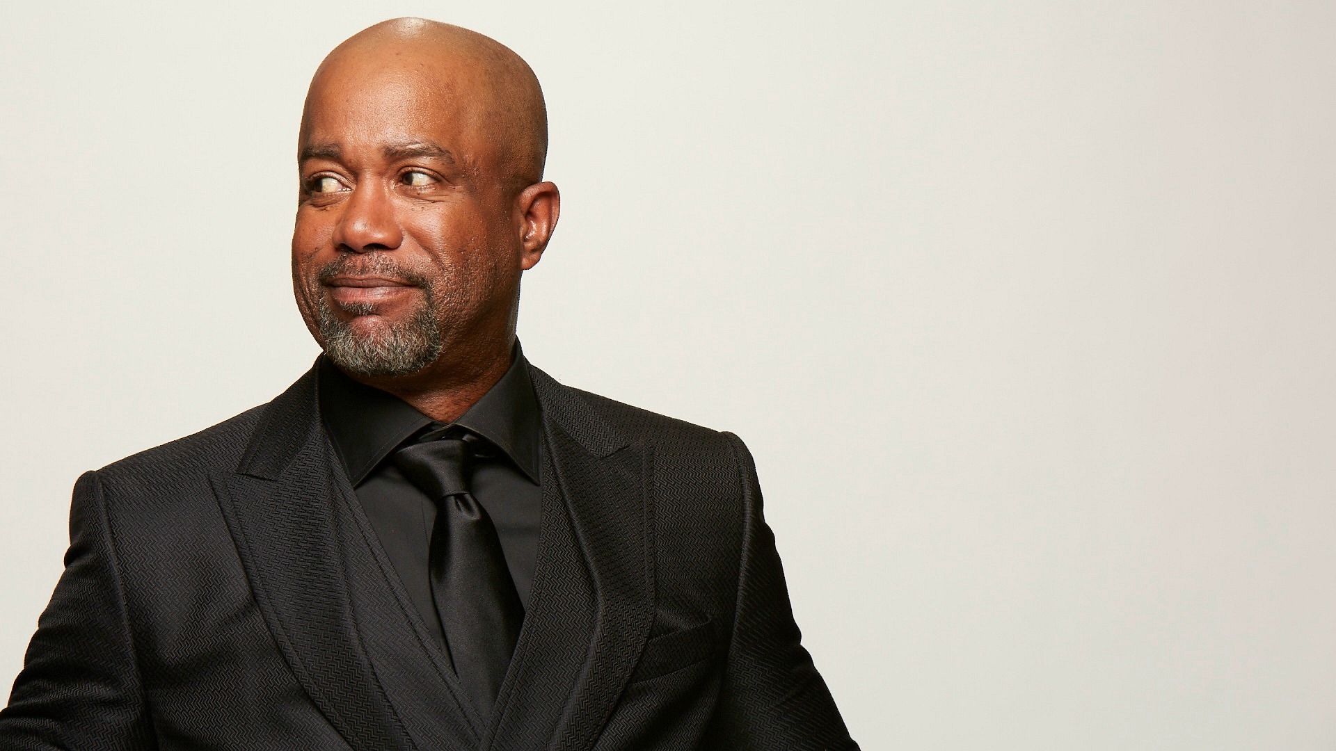 Darius Rucker looks sharp in shiny black.
