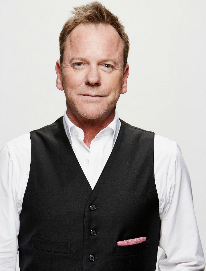 Kiefer Sutherland takes his acting chops to the ACMs.