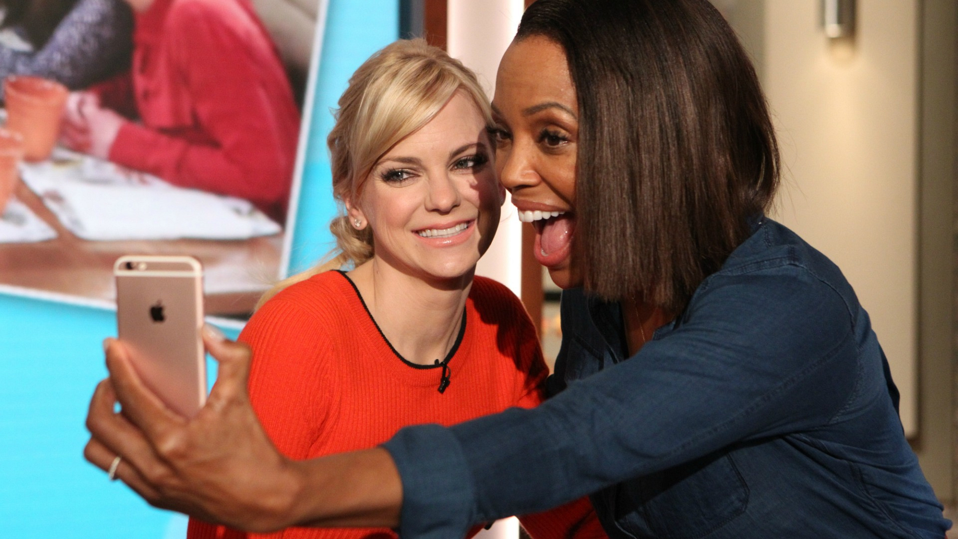 Mom's Anna Faris and The Talk's Aisha Tyler are both comedy and selfie queens.