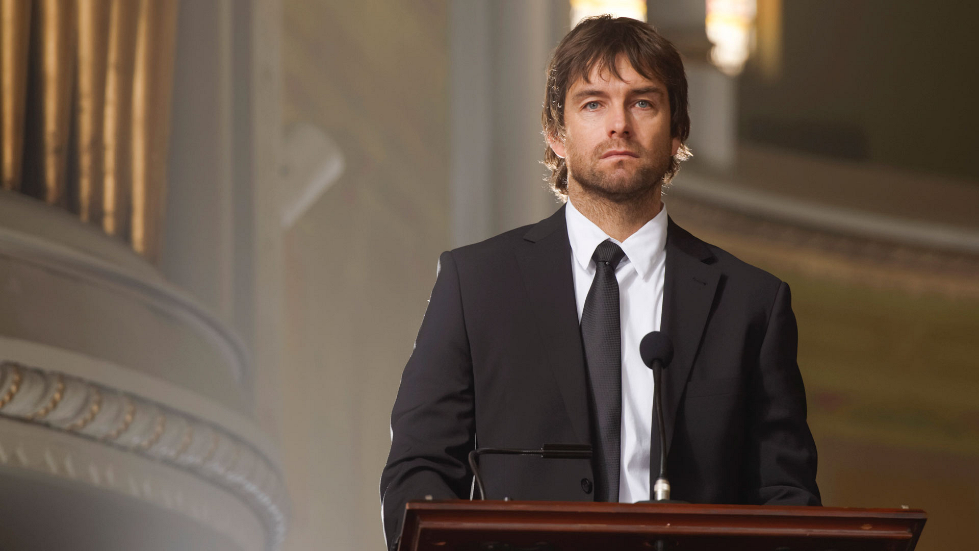 Garrett Hawthorne (Antony Starr)