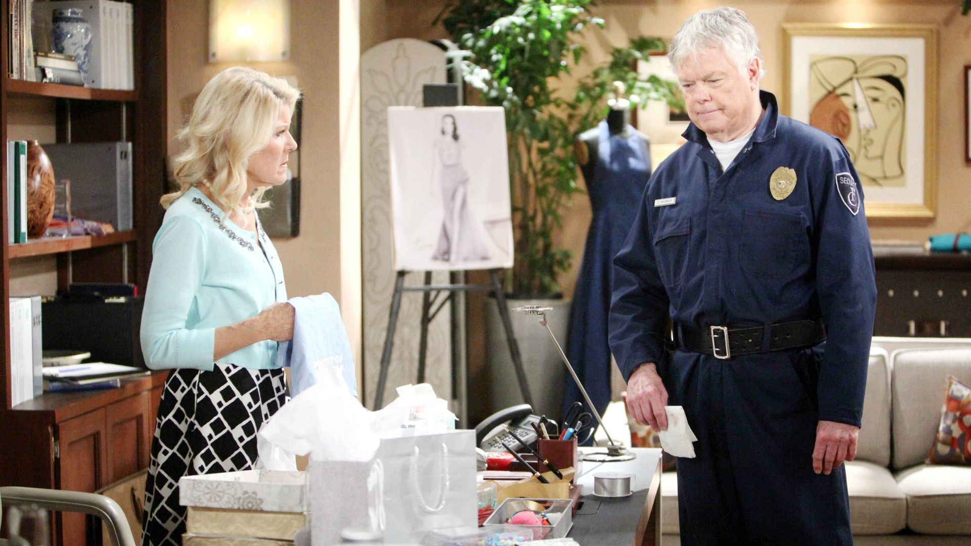 Charlie attempts to convince a disbelieving Pam that something is going on between Ridge and Quinn.