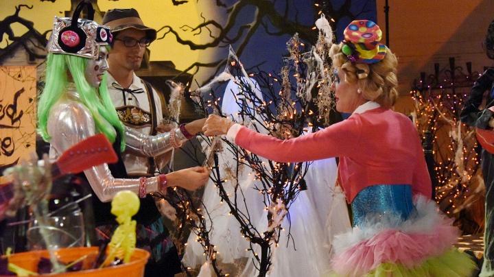 Steffy helps Pam string some devilish decorations.
