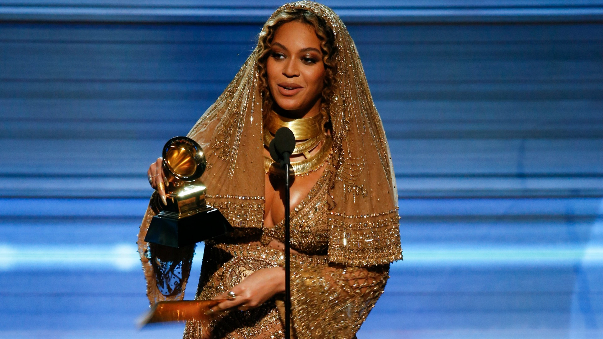 Beyoncé wins Best Urban Contemporary Album at the 2017 GRAMMY Awards