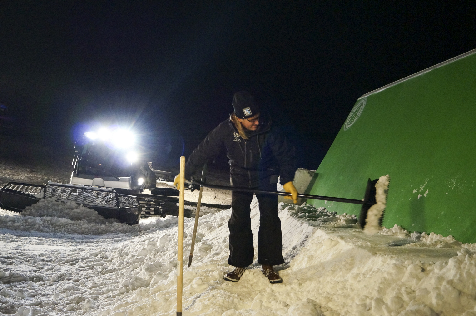 """Digging in the snow in """"Sqauw Valley"""" Episode 11 of Season 4"""