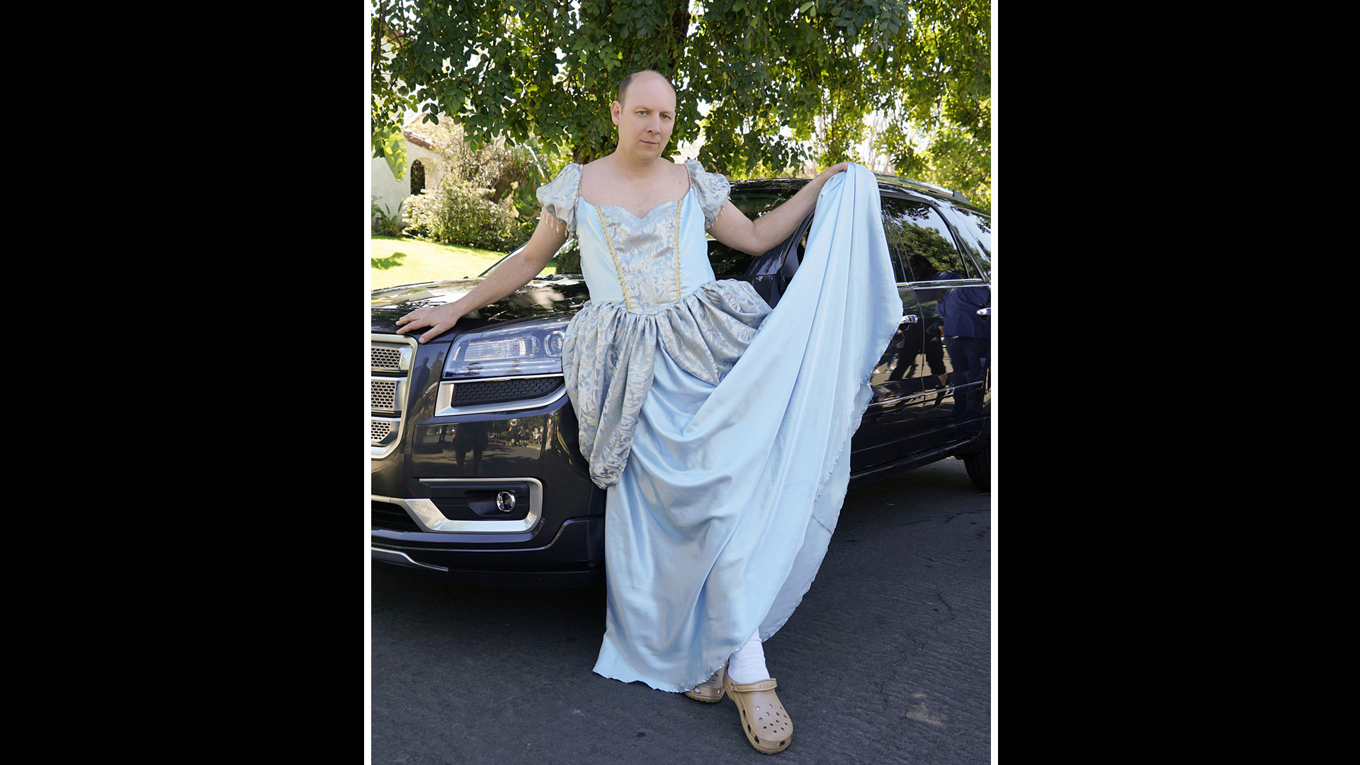 """Life In Pieces' Dan Bakkedahl is a pretty princess while filming """"Cinderella Fantasy Prom Dougie."""""""