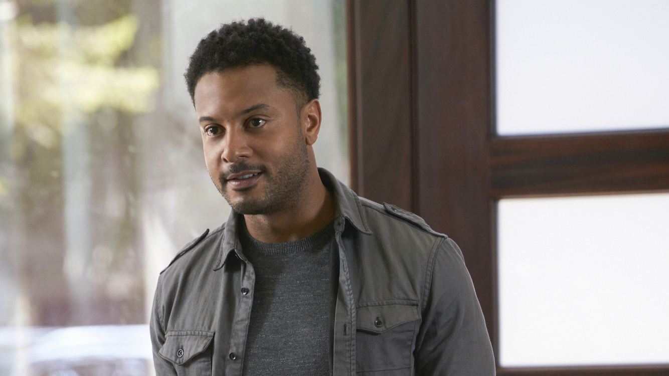 Brandon Jay McLaren as Oliver Yates