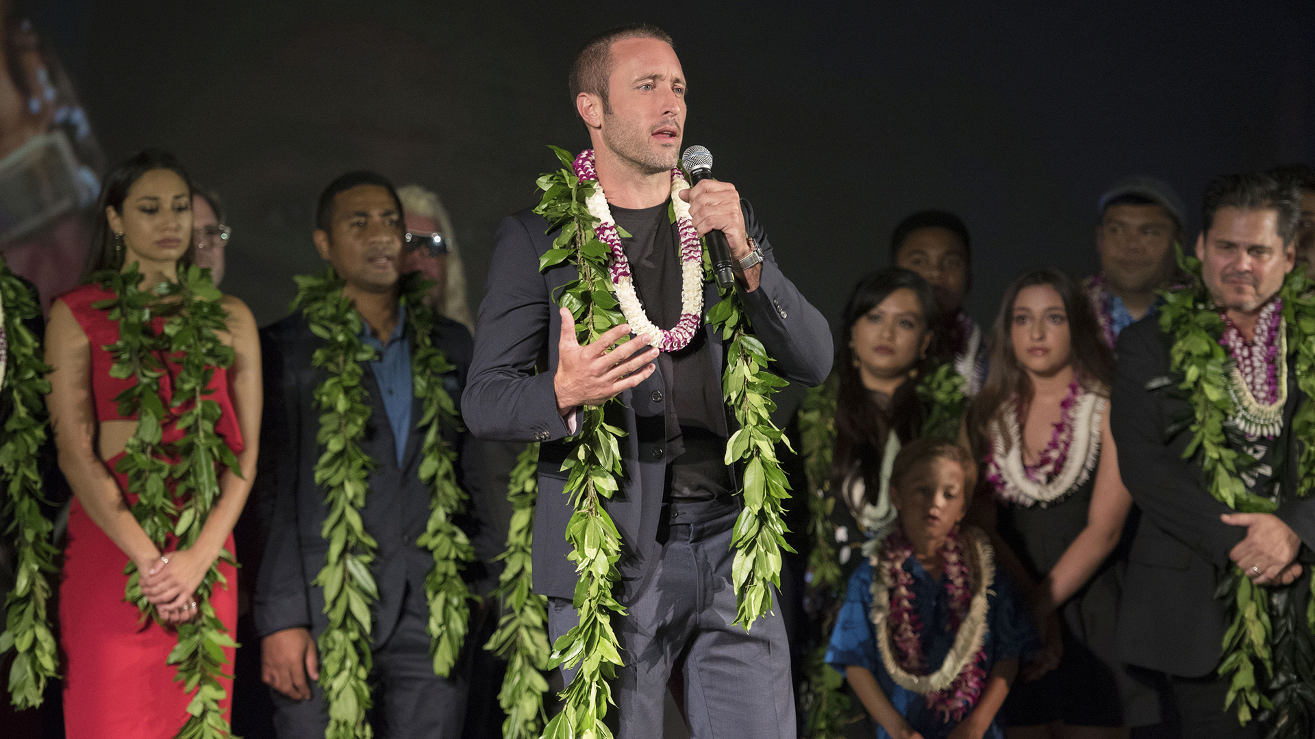 Alex O'Loughlin thanks the Five-0 fans.